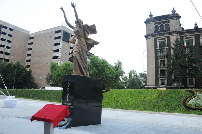 Xocali_memorial_Mexico_1
